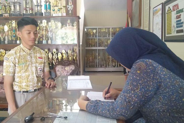 Ganjar Pranowo Gratiskan SPP SMA/SMK/SLB Negeri di Jawa Tengah