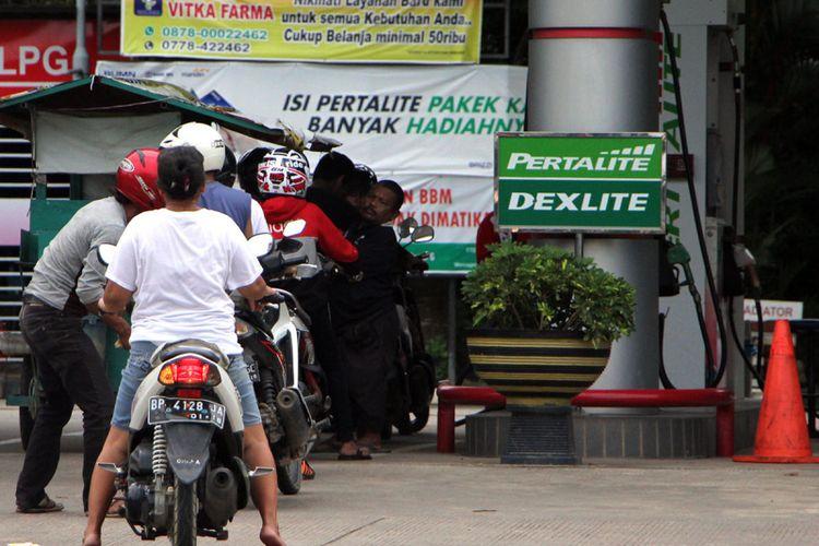 Atrian Partalite di salah satu SPBU yang ada di Batam. Saat ini Penjualan produk Pertalite meningkat cukup tajam sepanjang tahun 2017.