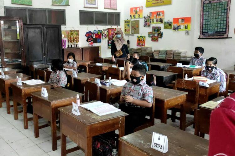 Siswa SDN Kepanjenlor 2 Kota Blitar mengikuti pembelajaran tatap muka Kamis pekan lalu (9/9/2021)