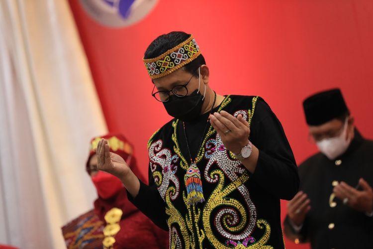 Menteri Desa, Pembangunan Daerah Tertinggal, dan Transmigrasi (Menteri Desa PDTT) Abdul Halim Iskandar saat hadir dalam upacara peringatan Hari Ulang Tahun (HUT) ke-76 Republik Indonesia (RI) secara virtual di Operation Room Kalibata, Jakarta Selatan (Jaksel), Selasa (17/8/2021).