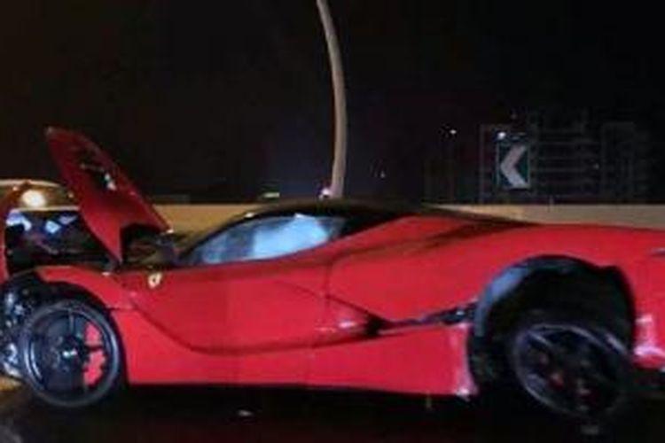 Salah satu dari tujuh unit Ferrari LaFerrari yang ada di China mengalami tabrakan.