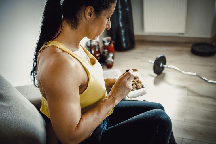 Ilustrasi makan setelah berolahraga