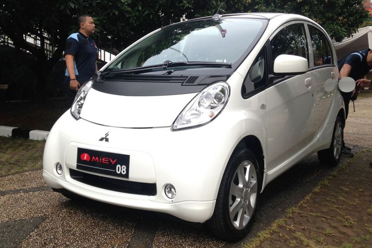 Mitsubishi i-MiEV yang diserahkan kepada Kementerian Perindustrian.