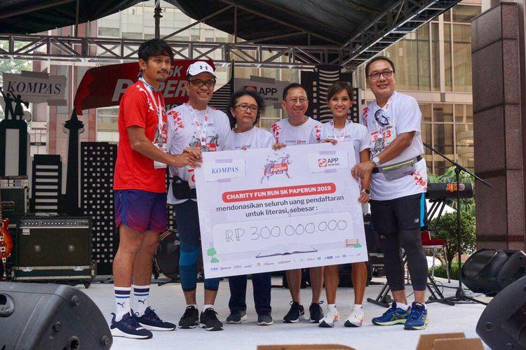 PAPERUN 2019 kerjasama APP Sinar Mas dan Harian Kompas berhasil mengumpulkan dana 300 juta Rupiah dan akan didonasikan dalam bentuk buku ke taman bacaan masyarakat di daerah pascabencana.