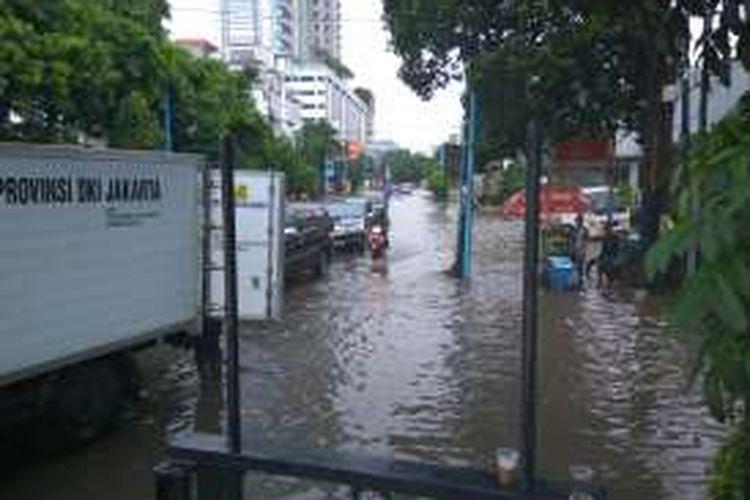 Banjir di Kemang akibat hujan deras pada Selasa siang (4/10/2016).