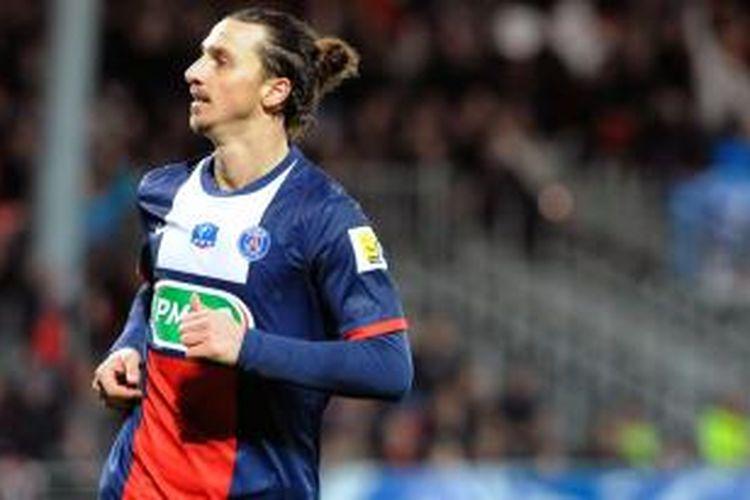 Striker Paris Saint-Germain (PSG), Zlatan Ibrahimovic, saat merayakan golnya ke gawang Stade Brestois pada 32 besar Piala Liga Perancis di Stade Francis-Le Ble, Rabu atau Kamis (9/1/2014) dini hari WIB. PSG menang 5-2 pada pertandingan tersebut.