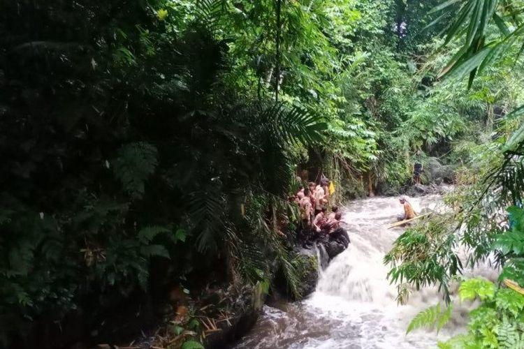 Ratusan siswa SMP N 1 Turi Sleman dilaporkan hanyut terbawa arus saat susur Sungai Sempor Sleman