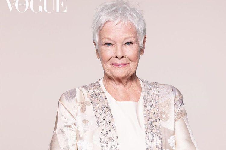 Aktris Judi Dench berpose untuk sampul majalah Vogue.