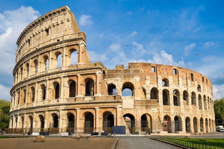 Colosseum, salah satu bangunan peninggalan peradaban Romawi Kuno.
