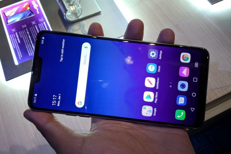 LG G7+ ThinQ dalam genggaman.
