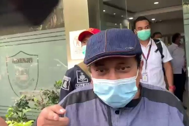 Sekretaris Jenderal Habib Rizieq Center, Haikal Hassan memenuhi panggilan polisi untuk diperiksa sebagai saksi terkait laporan dugaan menyebar berita bohong.   Haikal dijadwalkan diperiksa di Gedung Ditereskrimaus Polda Metro Jaya, Rabu (23/12/2020)