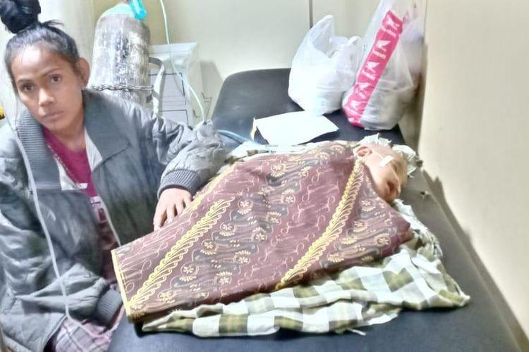 Raykal saat dirawat di ruang IGD RSUD SK Lerik Kota Kupang