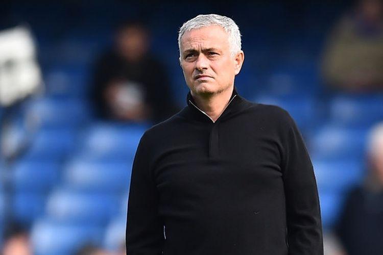 Ekspresi Jose Mourinho ketika masih menangani Manchester United pada laga Liga Inggris melawan Chelsea di Stadion Stamford Bridge, London, Inggris pada 20 Oktober 2018.