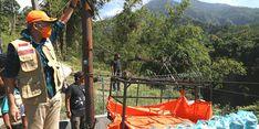Menyusuri Anak Tangga di Pinggir Jurang, Ganjar Antar Sendiri Daging Kurban ke Dusun Girpasang