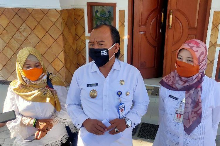 Wakil Wali Kota Tegal M. Jumadi didampingi jajaran Dinas Kesehatan memberikan informasi mengenai adanya klaster hotel berbintang, di rumah dinas wakil wali kota, Rabu (7/10/2020)