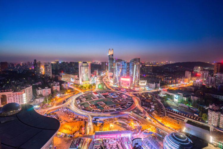 Pemandangan Kota Wuhan di malam hari