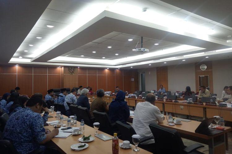 Suasana rapat PT Jakpro bersama Komisi B membahas revitalisasi Taman Ismail Marzuki, di ruang rapat Komisi B, lantai 2, Gedung DPRD DKI Jakarta, Jumat (29/11/2019)