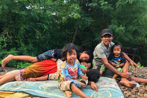 Kisah Keluarga Waluyo yang Termarjinalkan, Hidup di Pinggir Rel Manggarai Tanpa Listrik
