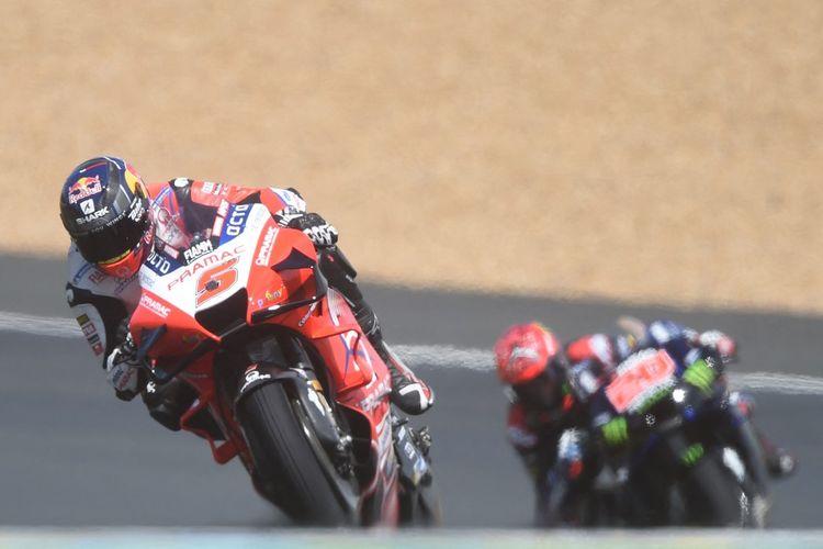 Johann Zarco saat balapan pada MotoGP Prancis 2021. (Photo by JEAN-FRANCOIS MONIER / AFP)