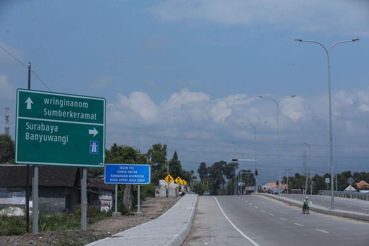 Akses menuju Banyuwangi yang berada di Gerbang Tol Tongas sebagai bagian dari Tol Pasuruan-Probolinggo, Senin (27/5/2019).