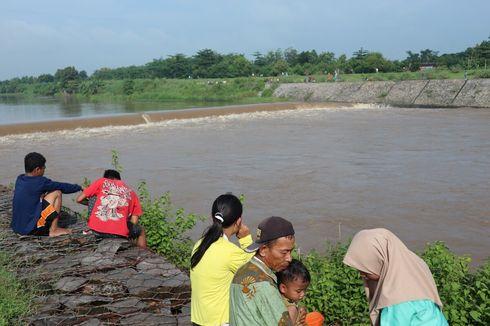 Detik-detik Perahu Terbalik Berujung 4 Orang Hilang di Sungai Brantas