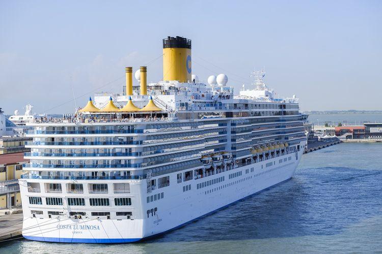 Ilustrasi kapal pesiar - Costa Cruises.