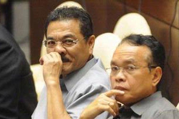 Menteri Dalam Negeri Gamawan Fauzi (kiri). KOMPAS/HENDRA A SETYAWAN