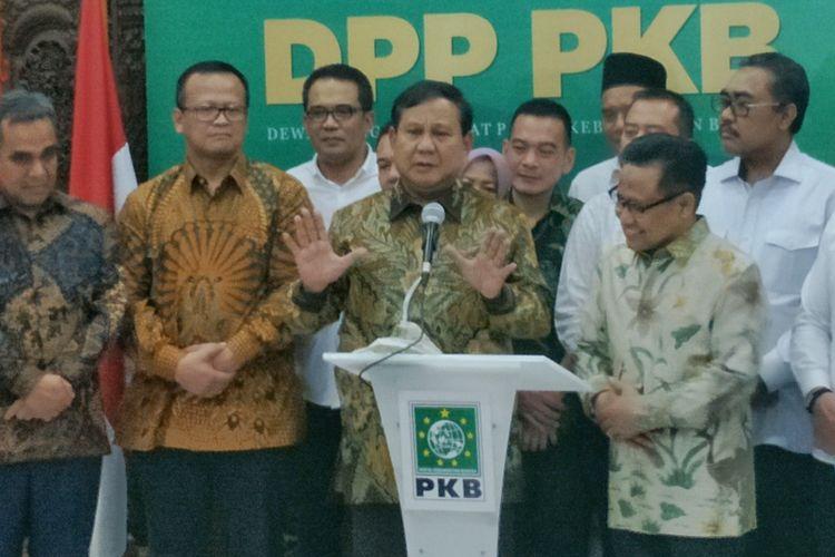 Ketua Umum Partai Gerindra Prabowo Subianto seusai bertemu Ketua Umum Partai Kebangkitan Bangsa (PKB) Muhaimin Iskandar atau yang akrab disapa Cak Imin di kantor DPP PKB, Jalan Raden Saleh, Jakarta Pusat, Senin (14/10/2019) malam.