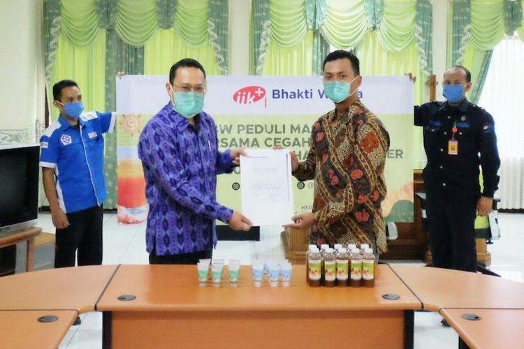 Program membagikan jamu dan hand sanitizer gratis