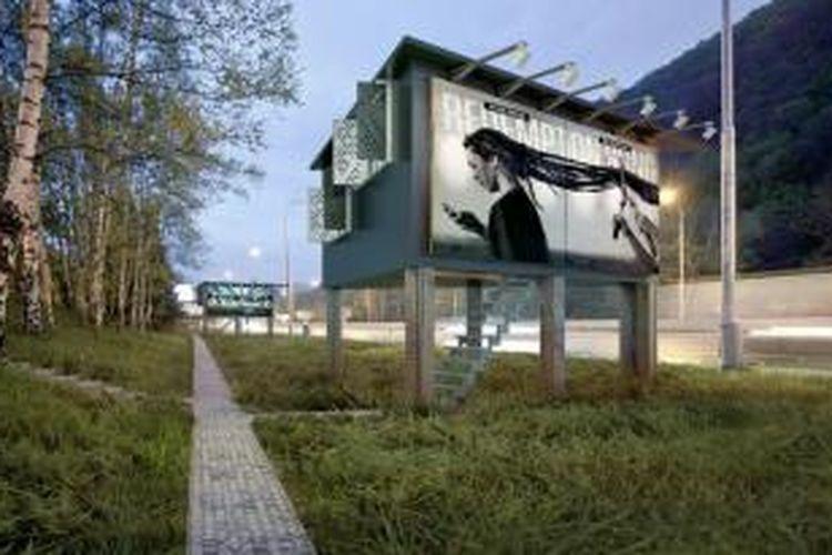 Proyek ini memanfaatkan sudut-sudut kota yang dilanda iklan billboard yang mahal-mahal itu. Penggagas proyek tersebut kemudian mengirim proposal untuk meningkatkan fungsi dari struktur billboard dengan cara mengubah bagian dalam menjadi ruang hidup.