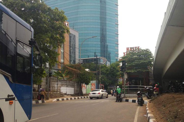 Halte Tendean transjakarta Koridor 13, Jumat (19/10/2018).
