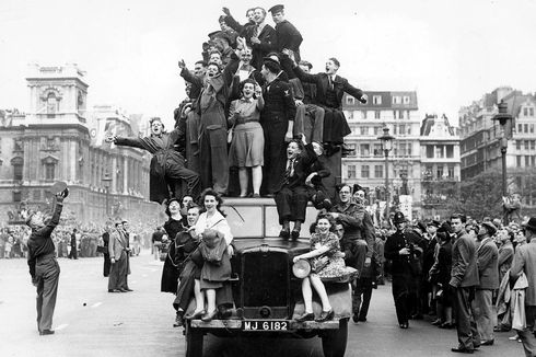 Hari Ini dalam Sejarah: Perayaan Kemenangan Inggris atas Kekalahan Nazi Jerman