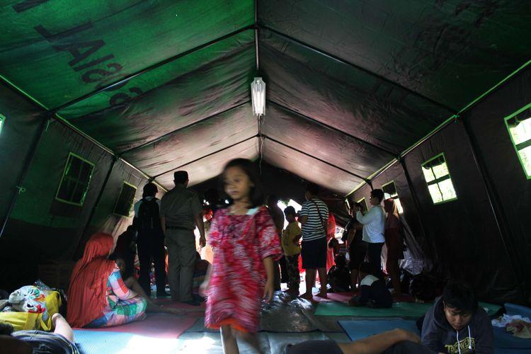 Suasana posko korban kebakaran di Bidara Cina, Jatinegara, Jakarta Timur, Selasa (22/10/2019). Akibat kebakaran tersebut 56 rumah terbakar, dan 280 jiwa mengungsi.