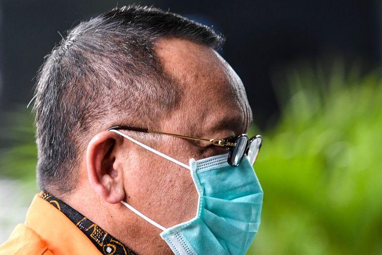Tersangka kasus dugaan suap gratifikasi senilai Rp46 miliar Nurhadi bersiap menjalani pemeriksaan di gedung KPK, Jakarta, Kamis (30/7/2020). KPK melanjutkan pemeriksaan Nurhadi yang merupakan mantan Sekretaris Mahkamah Agung (MA) diperiksa sebagai tersangka terkait suap dan gratifikasi penanganan perkara di MA. ANTARA FOTO/M Risyal Hidayat/nz