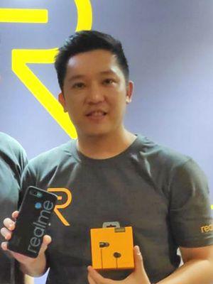 Marketing Director Realme South East Asia, Josef Wang (kiri) dan Product Manager Realme Indonesia, Felix Christian (kanan) saat peluncuran Realme U1 di Jakarta, Senin (10/12/2018).