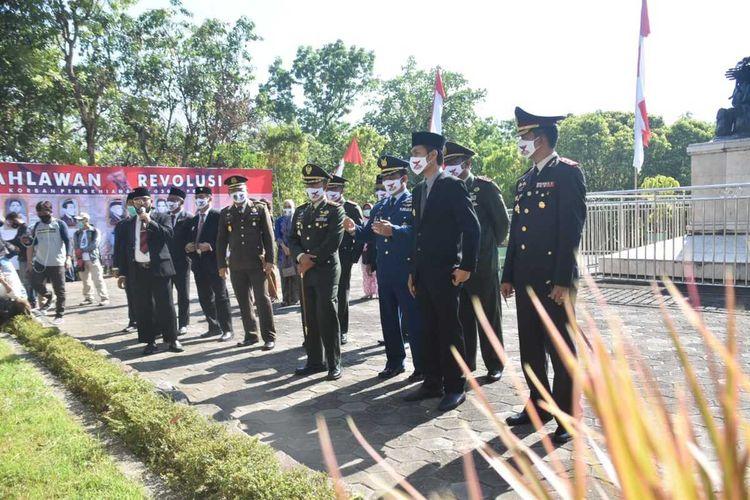 MONUMEN KRESEK—Bupati Madiun, Ahmad Dawami bersama Forpimda berada di salah satu titik Monumen Kresek setelah mengikuti upacara Hari Kesaktian Pancasila, Kamis (1/10/2020).