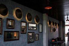 Restoran di Ubud Ini Memajang Batik sampai Topi Petani