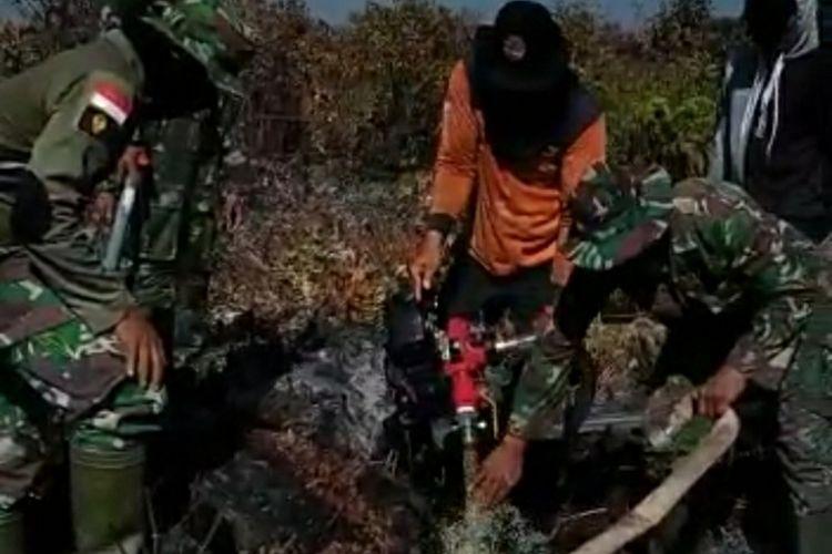 Tim Satgas Karhutla melakukan pemadaman titik api di Kecamatan Rangsang, Kabupaten Kepulauan Meranti, Kamis Rabu (26/2/2020) lalu.