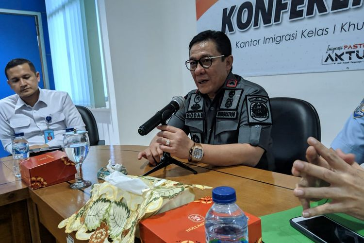 Kepala Imigrasi Kelas I Khusus Bandara Soekarno-Hatta, Safar Muhammad Godam di Kantor Imigrasi Kelas I Bandara Soekarno Hatta, Selasa (19/11/2019)