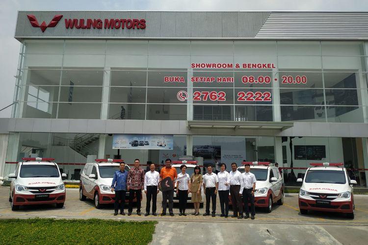 Wuling mendonasikan lima unit Wuling Confero kepada Rumah Zakat untuk dipakai sebagai ambulans dan mobil klinik.