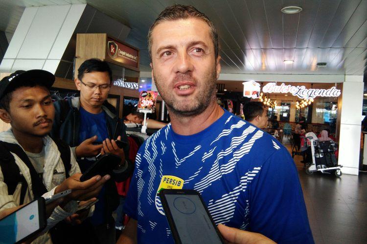 Pelatih Persib Bandung Miljan Radovic saat ditemui di Bandara Husein Sastranegara, Jalan Padjadjaran, Sabtu (23/2/2019).