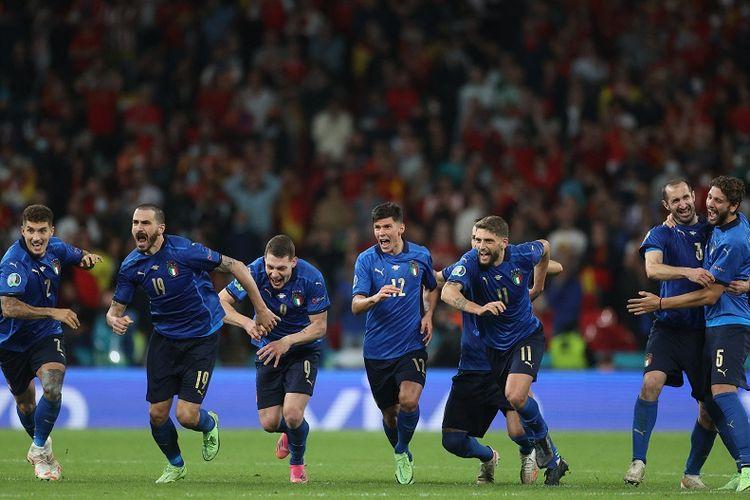 Para pemain Italia merayakan kemenangan setelah memenangi semifinal Euro 2020 antara Italia vs Spanyol di Stadion Wembley di London pada 6 Juli 2021. Ini jadwal final Euro 2020.