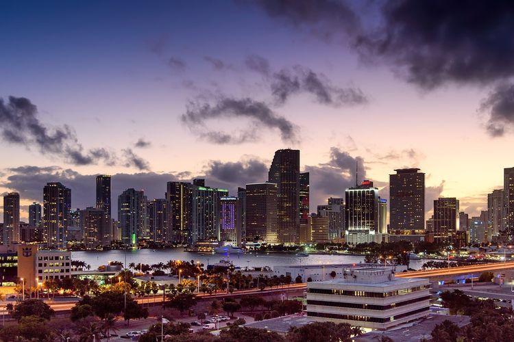 Miami menjadi kota yang cocok dikunjungi saat sedang masa lajang karena menyuguhkan pemandangan pantai yang digunakan untuk bersantai maupun berpesta.