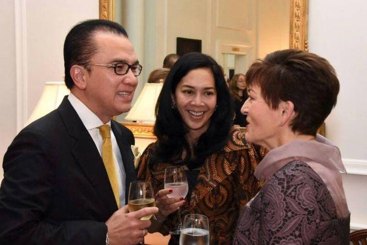 Dubes RI untuk Selandia Baru Tantowi Yahya berbincang dengan Gubernur Jenderal Dame Patsy Reddy usai menyerahkan surat kepercayaan dari Presiden Joko Widodo di Government House, Wellington, Rabu (19/4/2017).