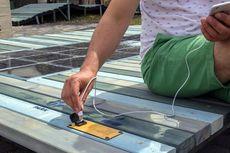 Bangku Taman Ini Hasilkan Listrik untuk Ponsel Pintar