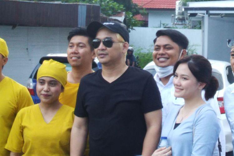 """Tuntutan projek video klip """"Jangan Menangis Lagi"""" dari Pasha dan Faladica, Wawali Kota Palu rela rambutnya dicat warna kuning, Rabu (29/7/2020)."""