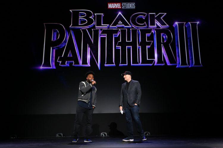 Sutradara Ryan Coogler (kiri) and Presiden Marvel Studios Kevin Feige berbicara di panggung D23 Expo di Anaheim Convention Center, Anaheim, California, Sabtu (24/8/2019).