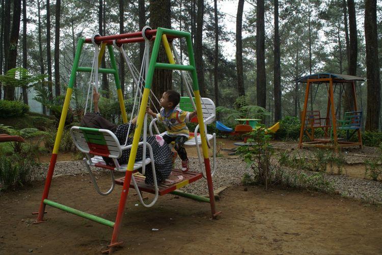 Wahana rekreasi anak di Orchid Forest, Lembang, Bandung, Rabu (1/7/2018).