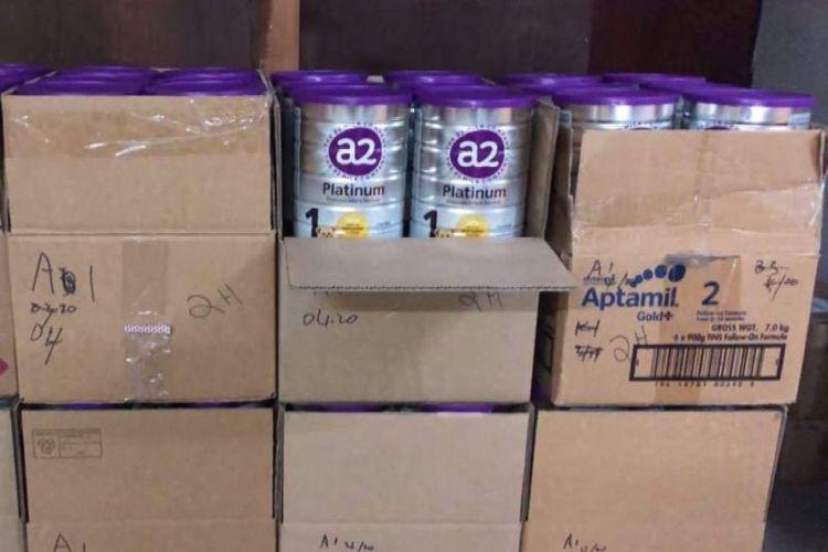 Susu formula yang disita polisi Australia dari penggerebekan di sebuah rumah di Carlingford. (Polisi New South Wales via ABC)