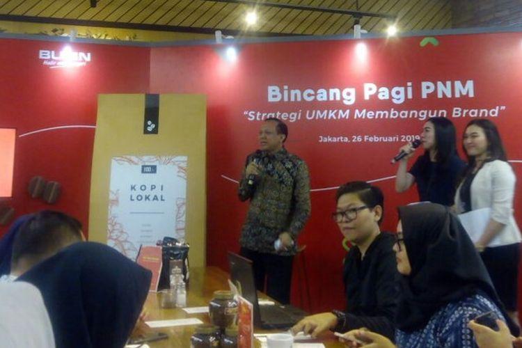 Komisaris Utama PT Permodalan Nasional Madani (PNM) Persero, Agus Muharram (baju batik) memberi penjelasan dalam bincang Starategi UMKM Membangun Brand di Jakarta, Selasa (26/2/2019).